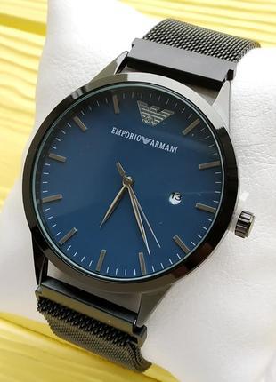 Кварцевые наручные часы черного цвета с черным циферблатом