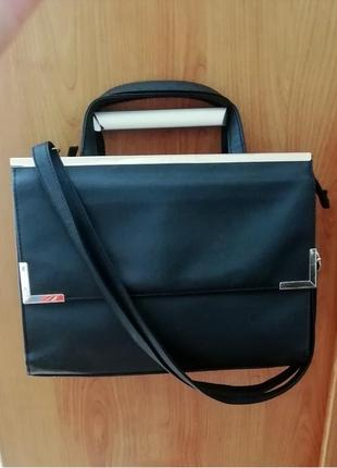 Чёрная классическая сумка чорна сумочка среднего размера длинн...