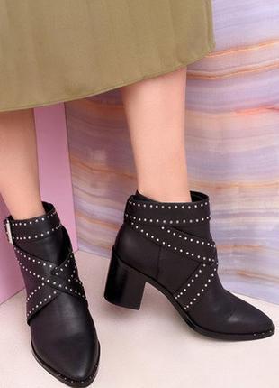 Ботильоны ботинки на устойчивом каблуке черные замшевые с пряж...