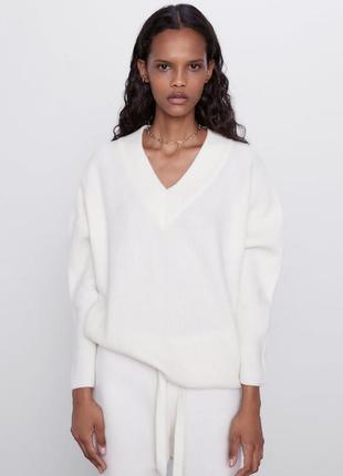 Белый молочный джемпер пуловер свитер с v-образным вырезом шер...