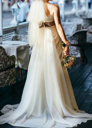 Красивое свадебное платье с шлейфом, на S, цвет молочный, Как ...
