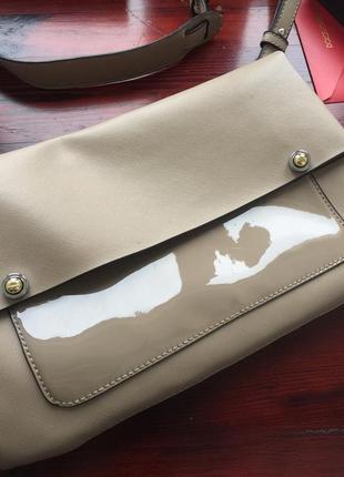 Кожаная сумка с длинным ремнем. натуральная кожа.