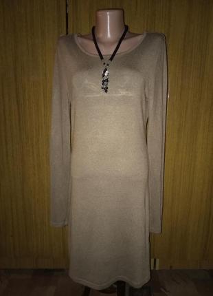 Теплое трикотажное платье с ажурной спинкой