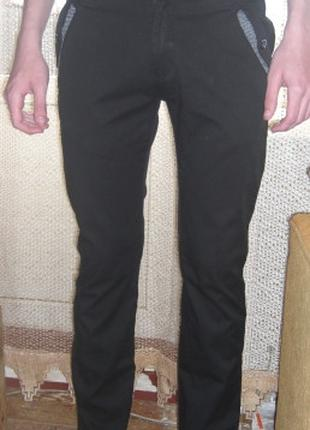 Брюки мужские чёрного цвета.