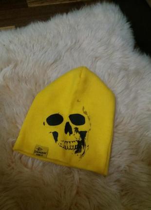 Ярко желтая шапка бини   принт  череп