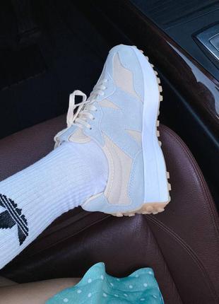 Светлые кроссовки нью беланс new balance 327