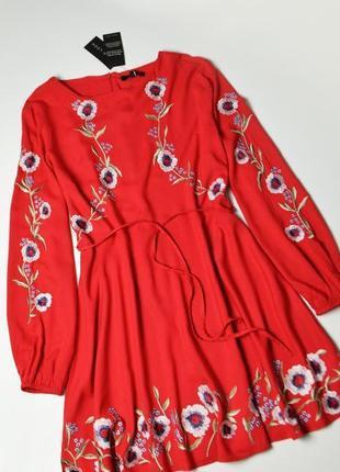 Красивое красное платье с вышивкой цветы с длинным рукавом вис...