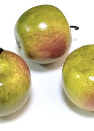 Яблоко искусственное 5 см, красно - зеленое