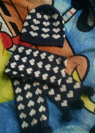 Комплект: шапка+шарф в сердечка  для девочки 2-3 года.