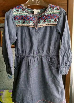 Джинсовое платье с вышивкой для девочки 4-5  лет