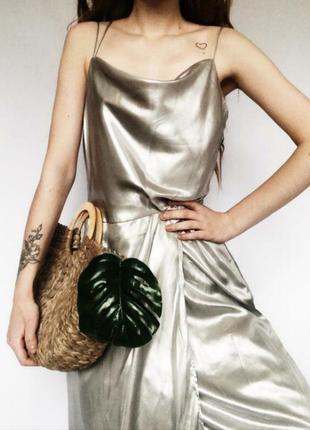 Шикарное коктельное платье метталик серебристое блестящее в бе...