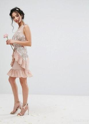 Красивое платье расшитое бисером р. 12