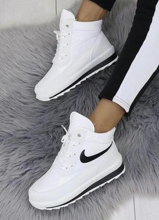 Женские зимние белые спортивные ботинки кроссовки дутики