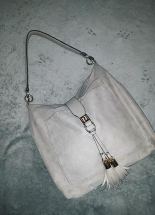 Удобная вместительная серая текстильная сумка с большим карман...