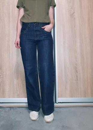 Коттоновые широкие джинсы-бойфренд, клеш от бедра темно-синего...