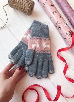Перчатки женские вязаные теплые с оленями с сенсором розовый с...