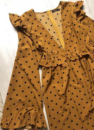 Платье с рюшами в горошек boohoo