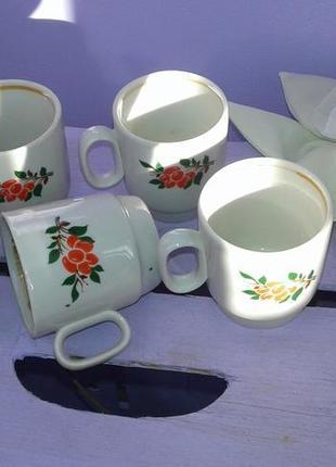 Набор милых винтажных кофейных чашек