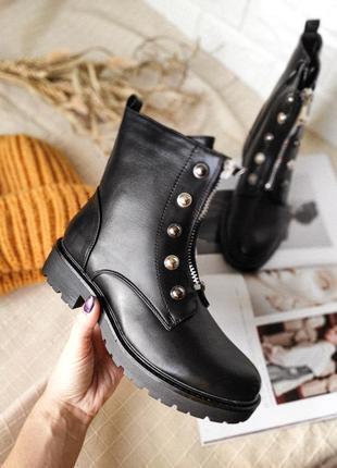 Стильные женские зимние черные ботинки с заклепками молния спе...