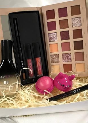 Набор декоративной косметики в красивой упаковке к.10277