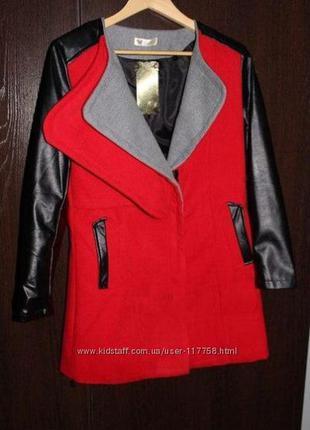 Стильное пальто с кожаными рукавами