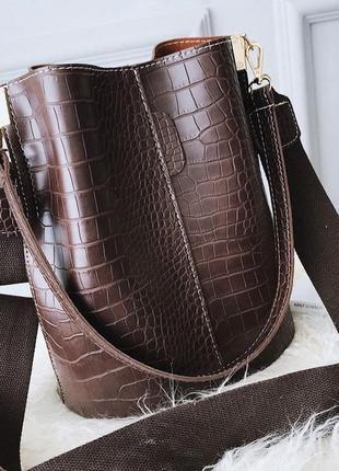 Сумка женская большая стильная сумка мешок под рептилию на рем...