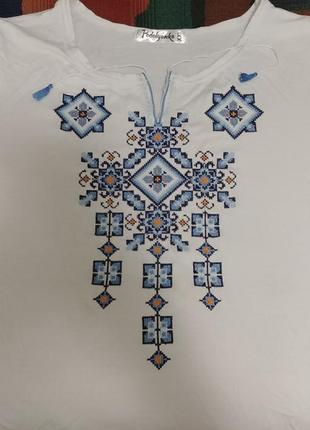 Белая трикотажная футболка - вышиванка вишиванка короткий рука...
