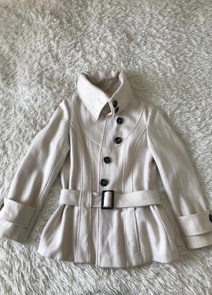 Тёплое белое пальто из шерсти / шерстяное пальто