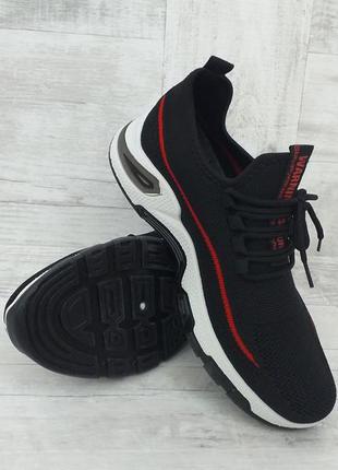 Чёрные мужские спортивные кроссовки сетка на лето с красным