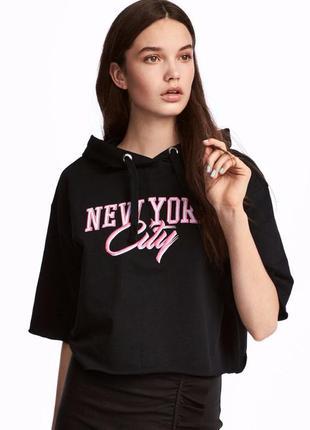 Женский короткий свитшот с капюшоном с короткими рукавами с на...