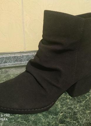 Женские черные классические ботинки на каблуке mustang