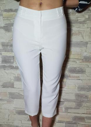 Белые укороченные брюки atmosphere