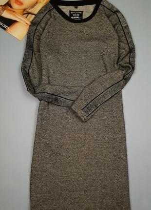 Платье прямое трикотажное с лампасами