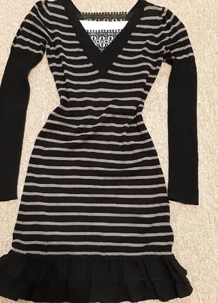 Тёплое платье-миди в полоски и рюши с кружевом