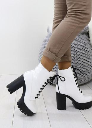 Высокие белые ботинки на тракторной подошве,белые ботинки на к...