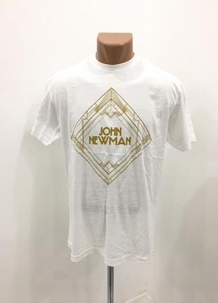 Стильная белая футболка с принтом