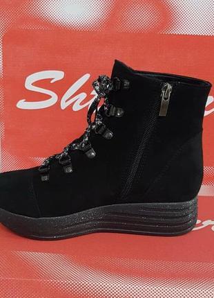 Женские замшевые зимние черные ботинки на блестящей платформе ...