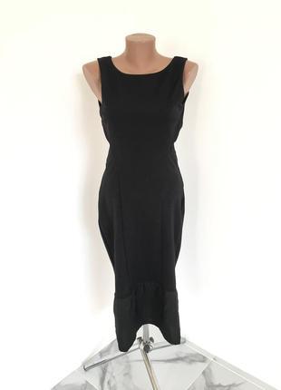 Соблазнительное платье с открытой спиной и баской / длина миди