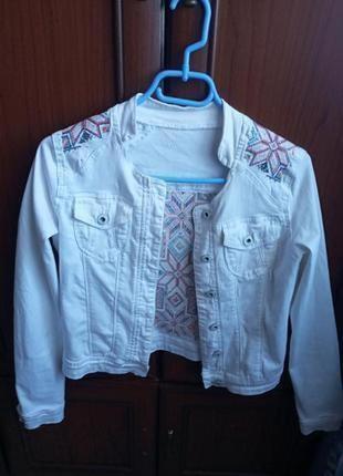 Куртка  джинсовая с вишивкой дизайнерская