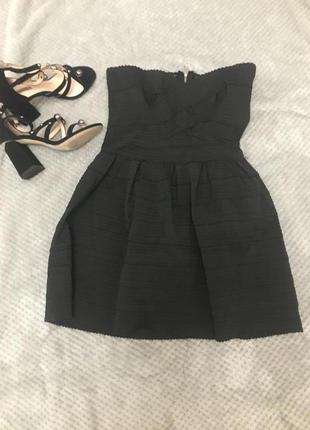 Стрейчевое платье с открытыми плечами