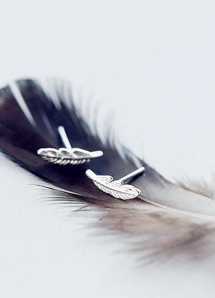 Серебряные серьги гвоздики перо минимализм коробочка в подарок...