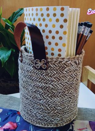 Выбеленная корзинка из джута с кожаными ручками