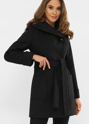 Пальто черное короткое с капюшоном - расцветка - черный леопард