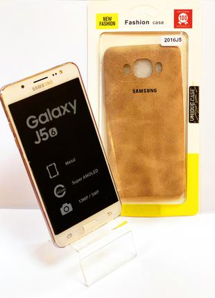 Чехол-накладка на телефон Samsung J510 коричневого цвета