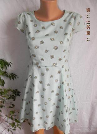 Платье мятного цвета с цветочным принтом