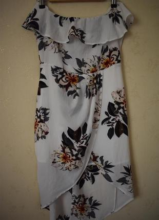 Платье на запах с открытыми плечами