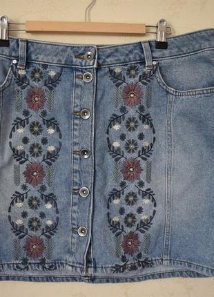 Джинсовая юбка с вышивкой большого размера