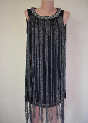 Новое красивое платье с украшением и бахромой