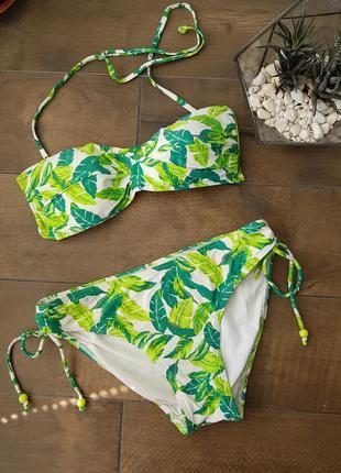 Яркий купальник с листьями
