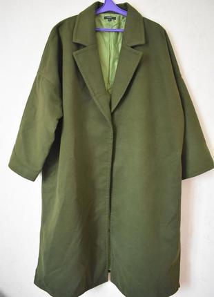 Стильное пальто большого размера